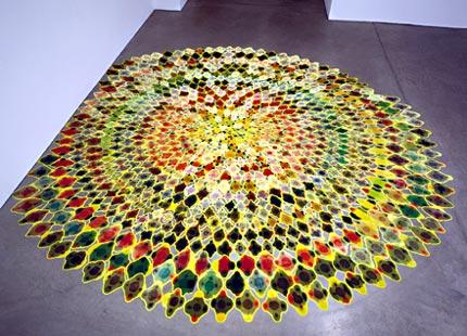 Polly Apfelbaum, Bubbles, 2000, Bodeninstallation, Kunstsamt, Stofffarbe, 936teilig, 4 m Durchmesser