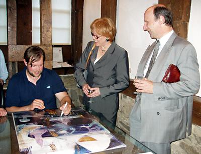 Christof Mascher I Vernissage I Mönchehaus Museum 2008  Christof Mascher signiert für sein Publikum Foto: G. Kortlüke